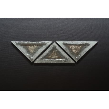 Trójkątny talerzyk deserowy - Biel + Srebro 23x16x16 cm